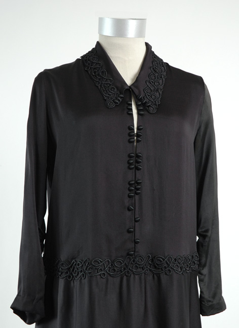 wearable 1920s black silk button dress
