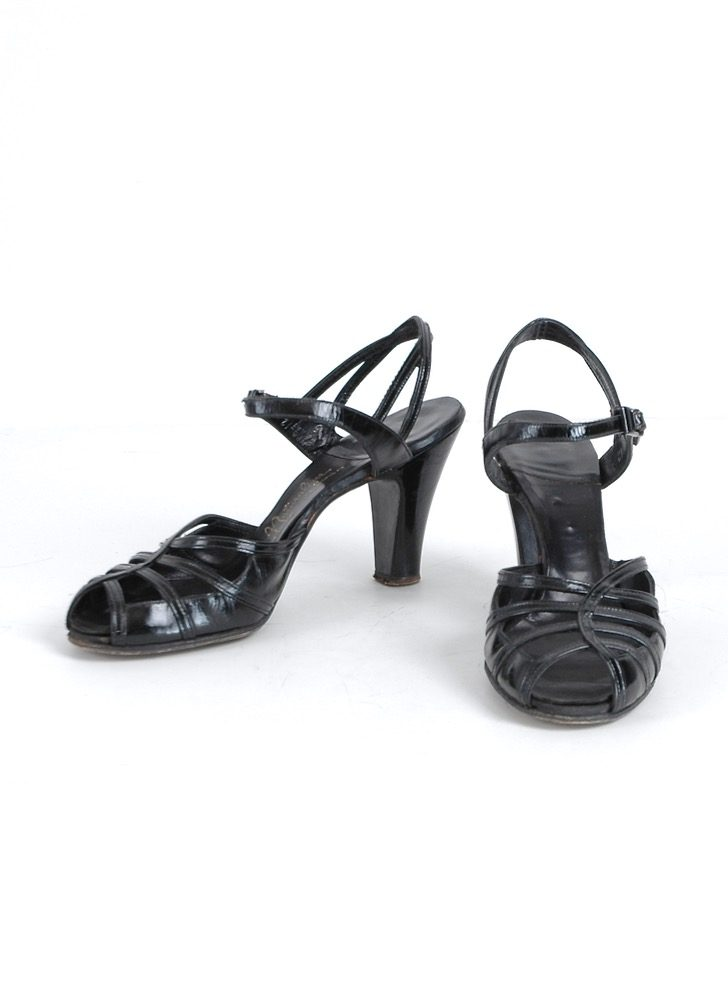 1940s black patent leather heels