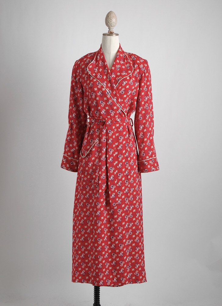 1940s red rayon novelty print robe