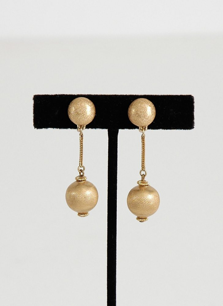 vintage Monet goldtone drop earrings