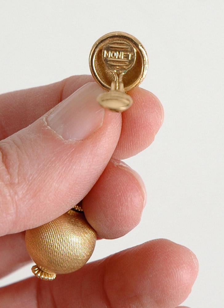 vintage Monet goldtone drop earrings