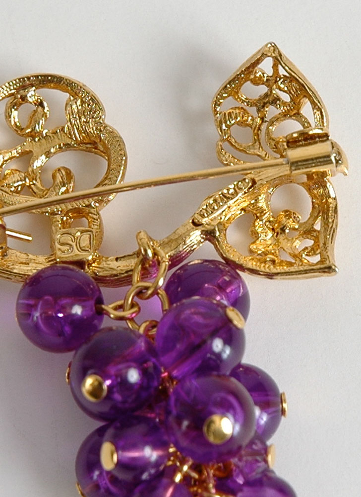 vintage Avon purple lucite grape cluster brooch