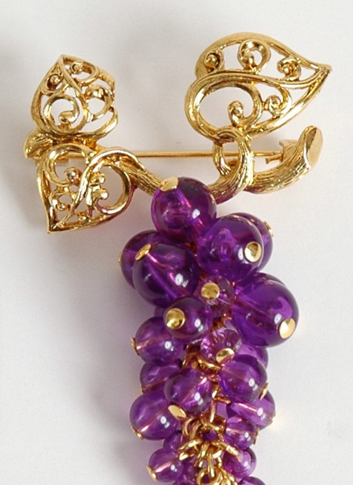vintage Avon purple lucite grape cluster brooch