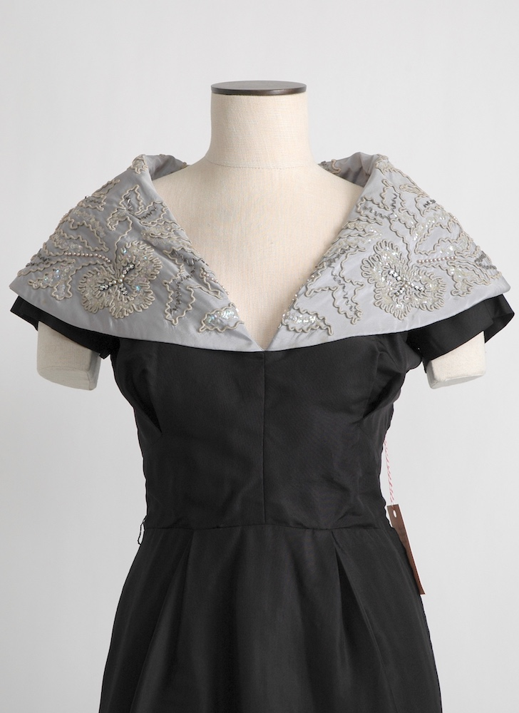 1950s Martini silk dress with dramatic collar