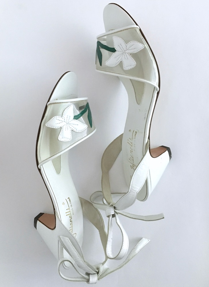 1960s Julianelli white flower heels