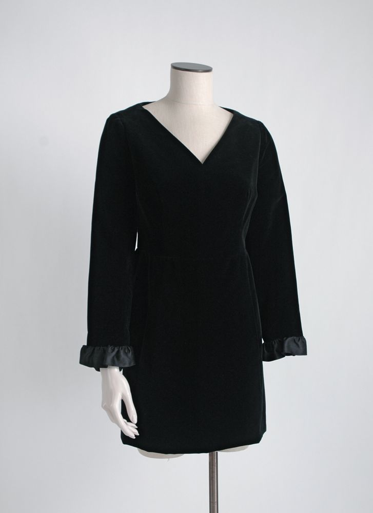 1960s GIVENCHY NOUVELLE velvet dress