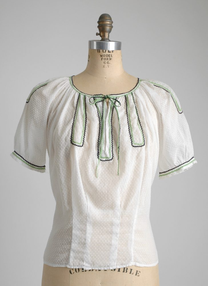 Adorable 1930s cotton Swiss dot blouse
