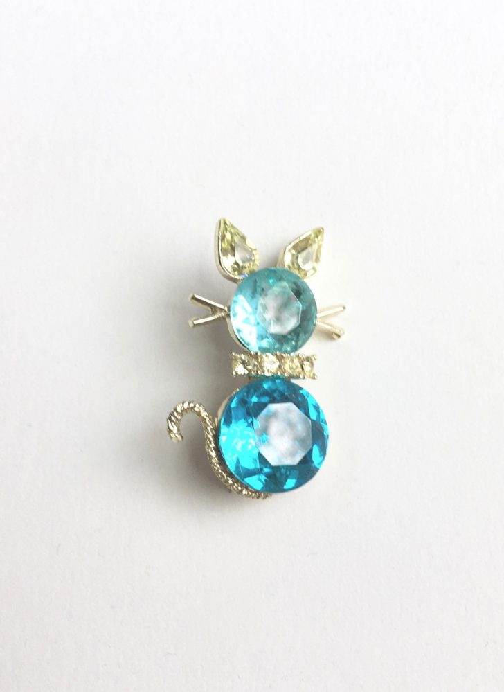 Adorable vintage Dodds blue rhinestone cat brooch pin