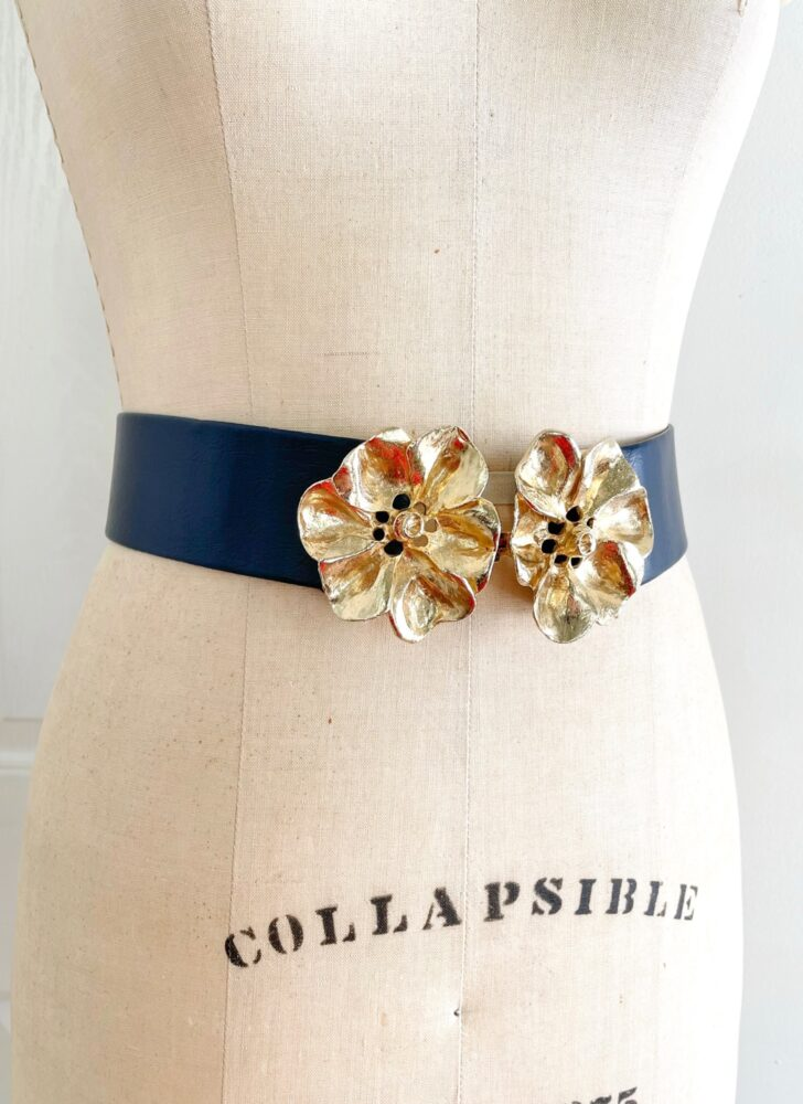 1980s Mimi Di Niscemi flower buckle blue faux leather belt