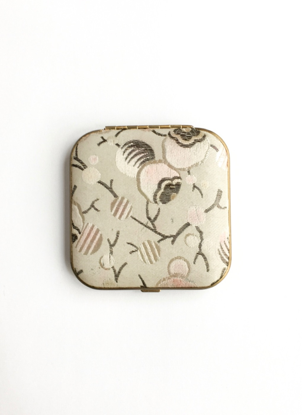 1920s-30s-Art-Deco-fabric-branches-buds-Mondaine-makeup-compact