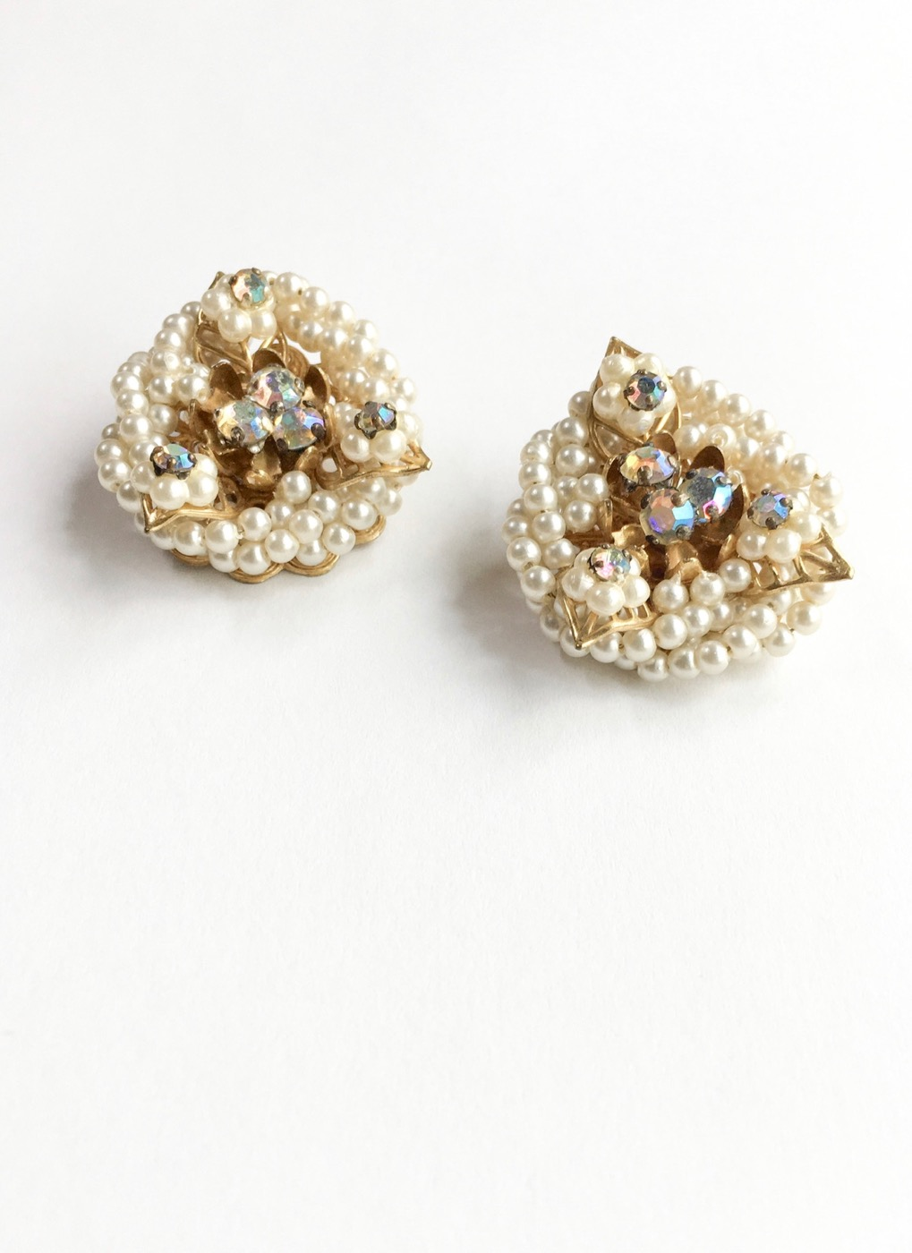 1950s-wrapped-rhinestones-pearls-clip-earrings