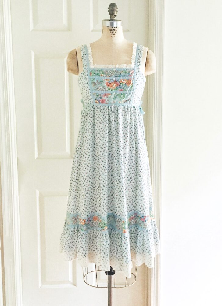 1970s blue floral print cotton hippie peasant dress