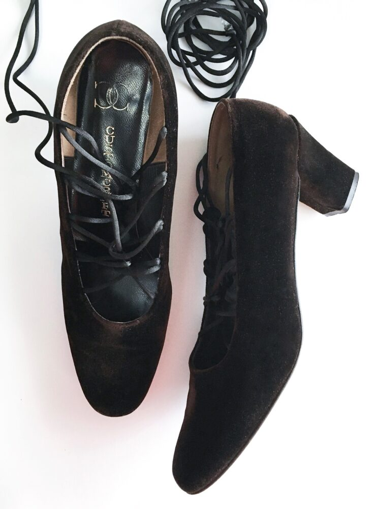 1960s Bloomingdale's Customcraft brown velvet lace-up heels shoes