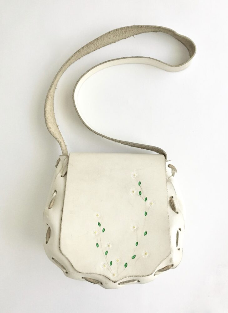 1960s white tooled leather hand painted daisy purse bag