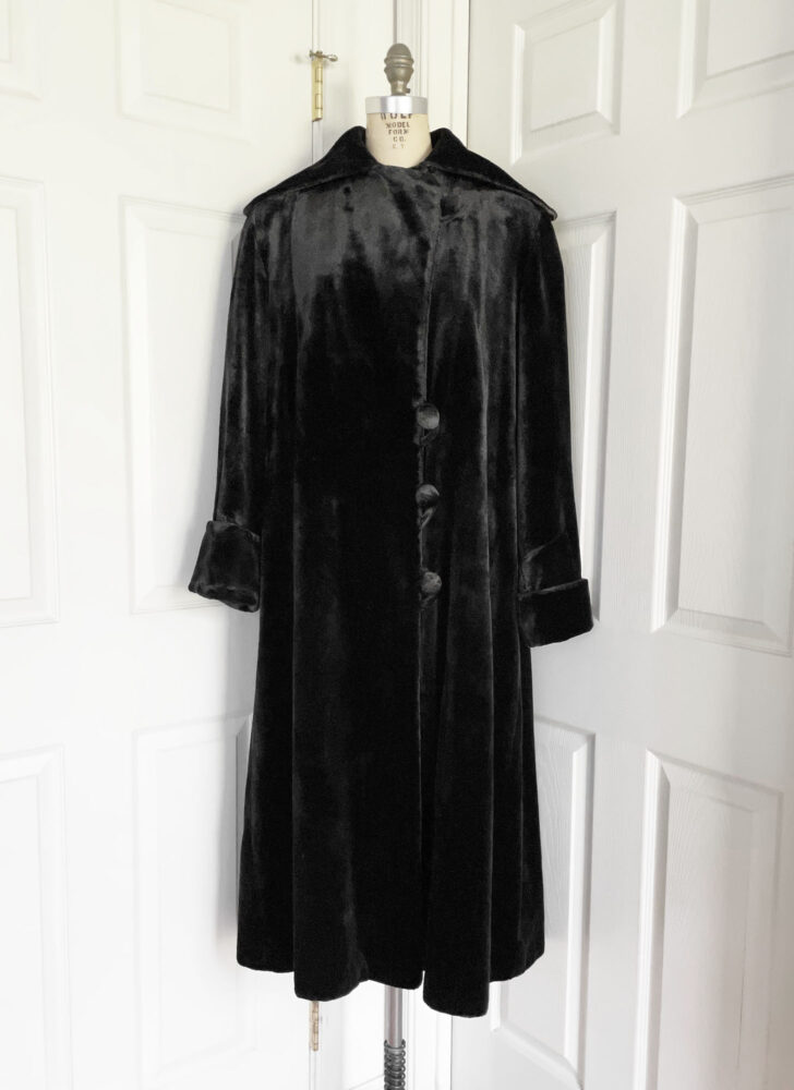 teens 1910s heavy black silk velvet coat