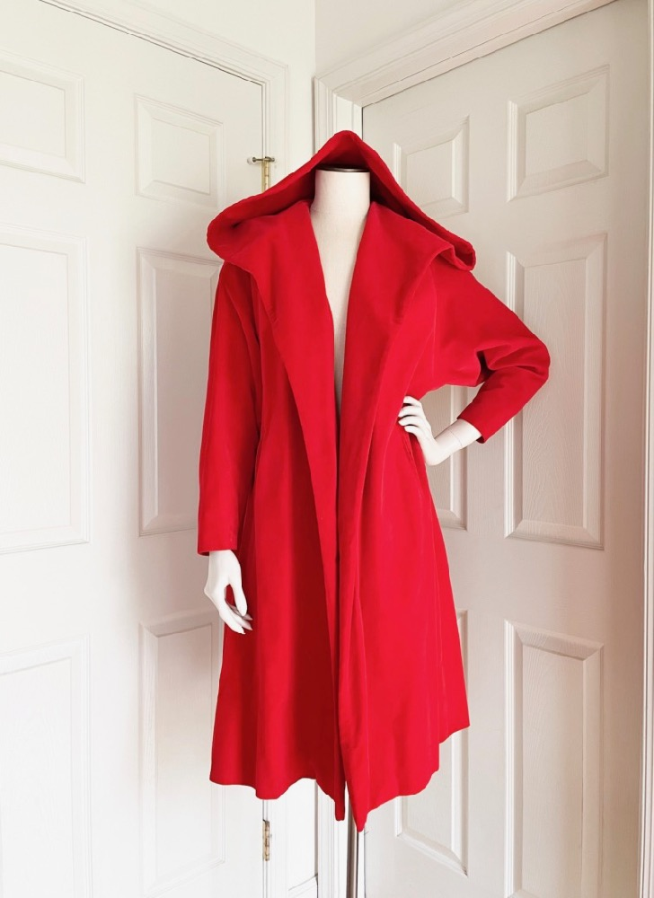 1950s Harzfeld's hooded red velvet opera coat